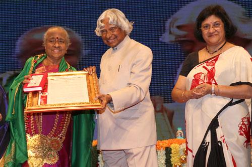Mrs Malathi Venkatesan Receives Shanmukhananda Ruby